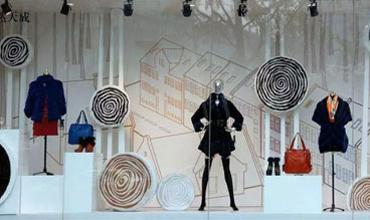 服装店橱窗陈列怎么做? 关键在于模特的陈列
