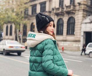 这个冬季穿什么保暖?肯定是羽绒服啊!