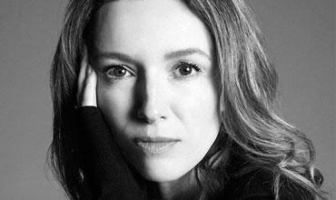 Clare Waight Keller重塑蔻依的女人