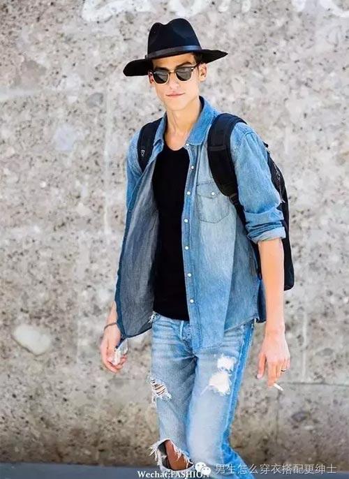 搭配一条深色牛仔裤,浅色牛仔衬衫和德比鞋