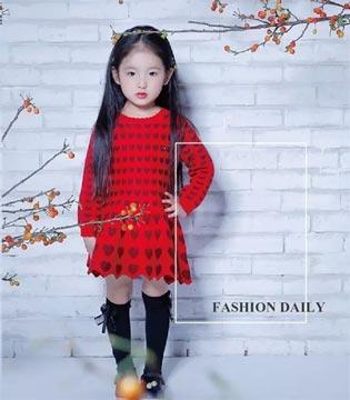 丽婴房:衣橱色彩 不可缺少的红与灰