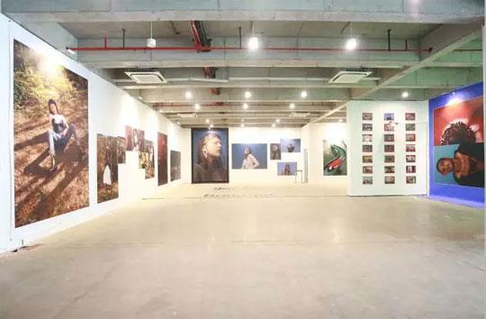另外还有ontimeshow与hrer your art艺术品牌合作带来的留影墙特别图片
