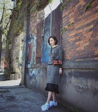 演员小宋佳最新时尚私服