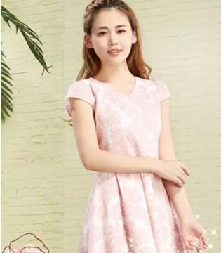 咏仕裙装 嗨 穿着蕾丝裙的小姑娘请留步