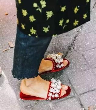 夏天有了这双拖鞋 凉鞋都要靠边站 让你舒适与时髦并存哦