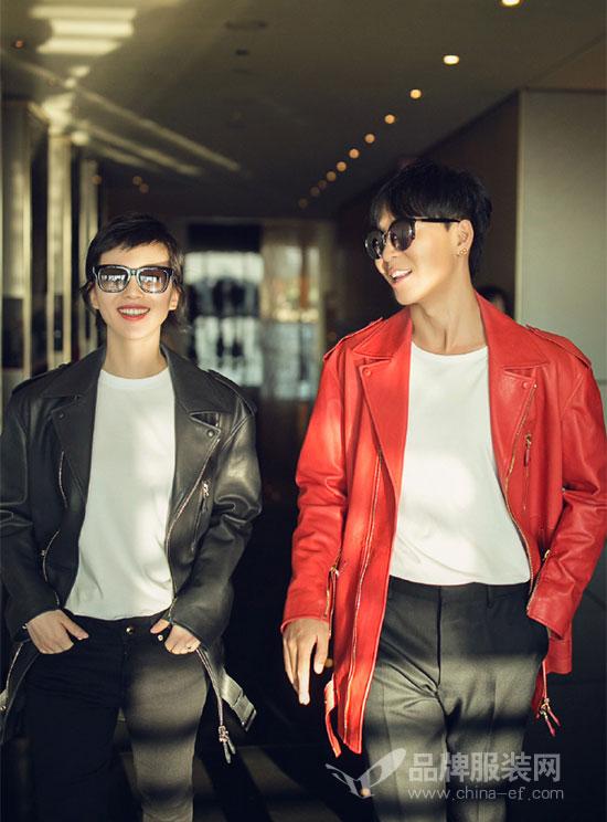 刘诗诗与韩火火携手亮相米兰时装周 黑红搭配示范情侣装