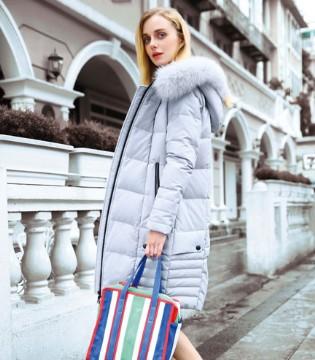 """""""丹菲诗""""时尚羽绒外套 冬季的温暖就是如此简单"""