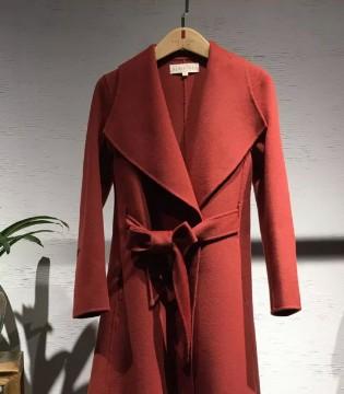红衣坊女装品新 十二月这里有份期待