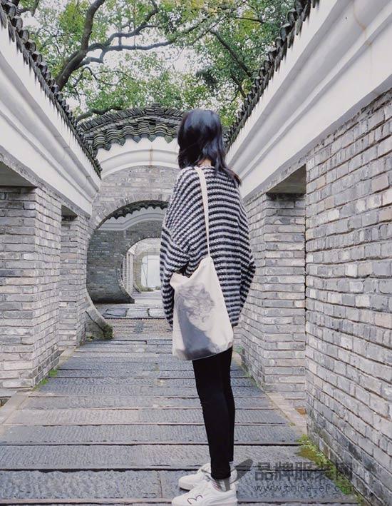 大自然博主刘雯再次上线 微博分享时尚街拍美照