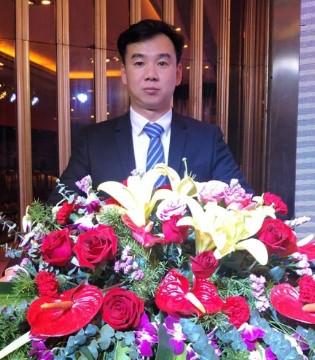 大咖贺新春 凤色年华品牌总经理颜海辉先生祝您新春大吉