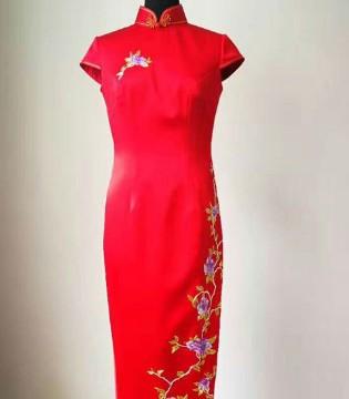 穿凤色年华品牌旗袍新品 感受古典的中式美