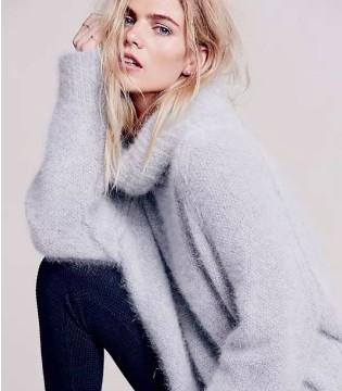 艾丽哲 穿上这种风情的毛衣 脱下外套也能惊艳众人