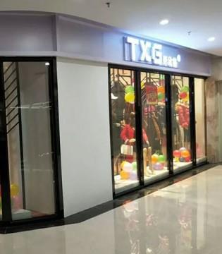 彤欣格女装热烈祝贺黄总新店隆重开业