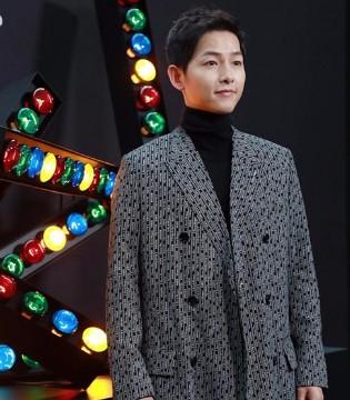 宋仲基现身巴黎时装周助阵Dior Homme 2018秋冬大秀