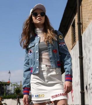 欧娅铂品牌女装街头风 街拍上镜 抖腿抖不停