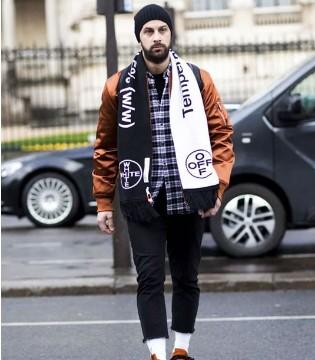 FASVGO 巴黎街头的男人不优雅 穿衣服更喜欢背后玩花样
