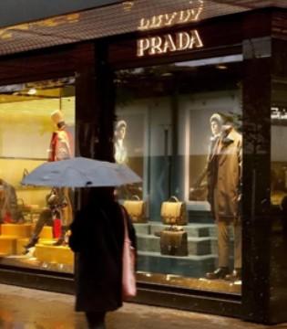 投行下调Prada投资评级 预计其去年收入约为30亿欧元