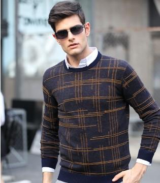 卓西龙 毛衣搭衬衫 穿出男性体贴与浪漫