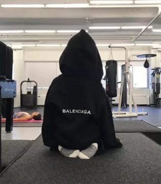 Balenciaga与电商SSENSE合作推出限量版童装
