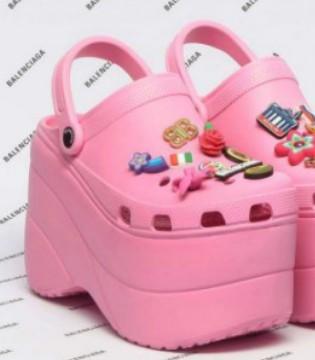 "Crocs厚底洞洞鞋虽被嘲讽""巨丑"" 销量却惊人"