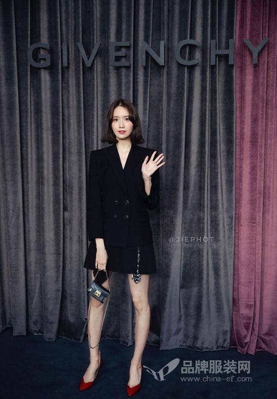 林允儿亮相巴黎时装周Givenchy 2018秋冬系列发布会