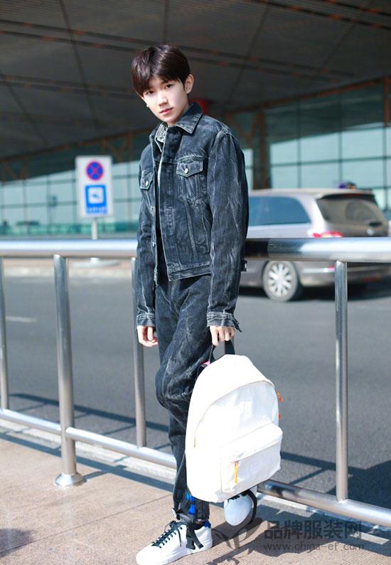 王源现身机场出发巴黎时装周 时尚街拍帅照也曝光