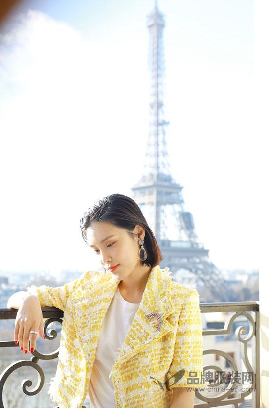 韩丹彤现身巴黎时装周Chanel 2018秋冬系列大秀