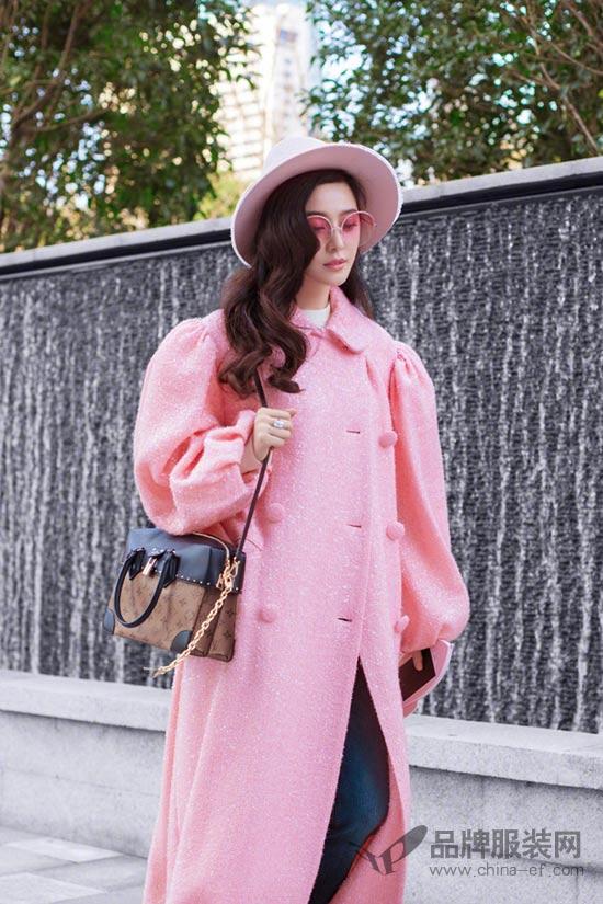 范冰冰以一身粉色浪漫出发巴黎时装周 满屏少女心