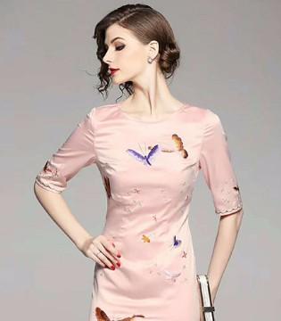 色弋瑞古色古香中国风 打开换季穿衣的正确方式