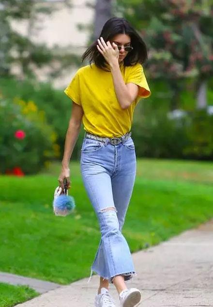这个初春穿上南派时尚女装明亮的樱草黄你就是主角