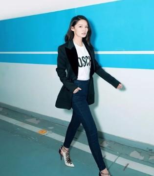 李沁西装混搭牛仔裤 让你开出时髦天际