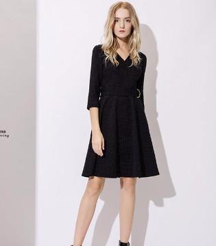 """""""依库Y.ku""""黑色时尚连衣裙 演绎着优雅高贵的气质"""