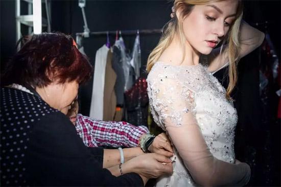 天价婚纱亮相广东时装周速卖通专场