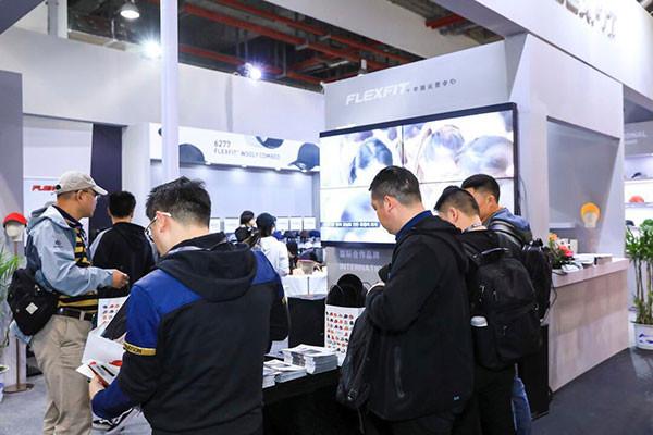 汇聚全球行业精品 2018上海服饰暨帽子围巾手套及第13届上海国际袜业采购交易会盛大开幕