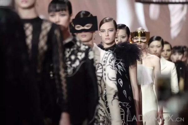 Dior 18春夏高订秀发布 安德玛泄露1.5亿用户数据股价大跌