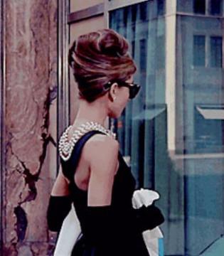 想拥有浪漫的黑色小礼服吗? 建议选择斐格思女装