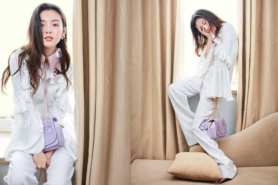春美多设计感卫衣搭配正流行的百褶纱织半裙