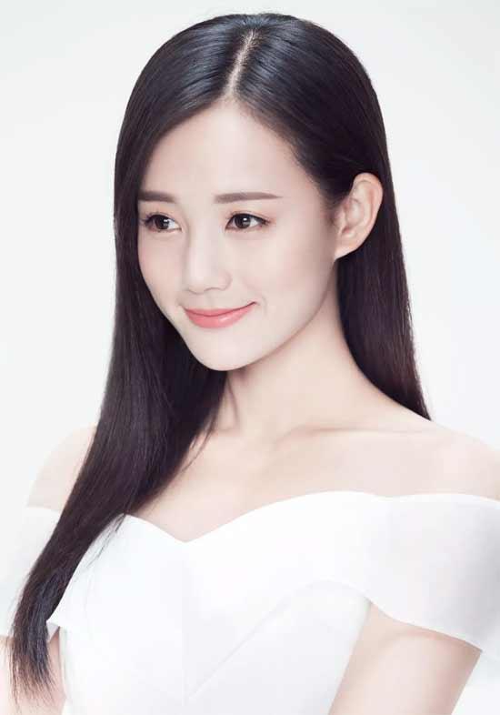 中国内地女星李一桐 优雅邂逅CHLOSIO克劳西