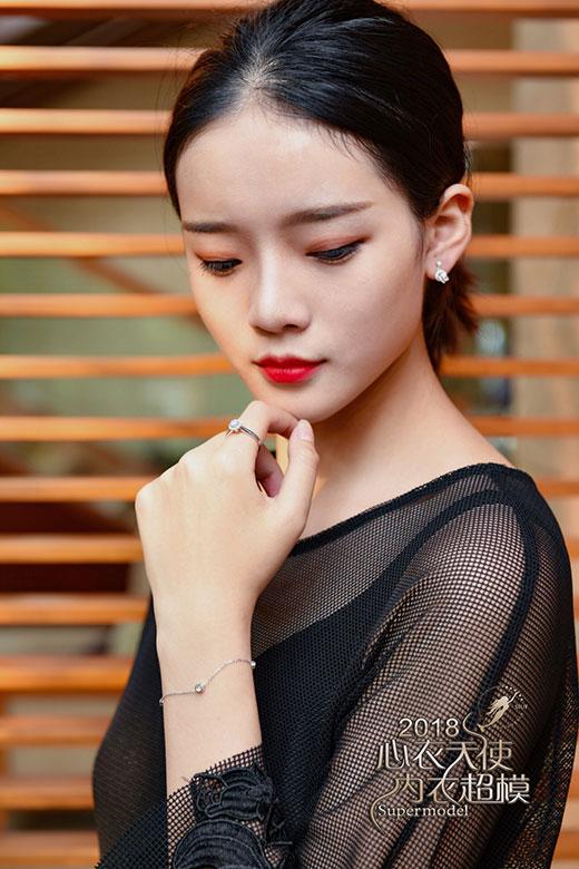 绝配珠宝与美人 点缀SIUF超模之美首选中国黄金