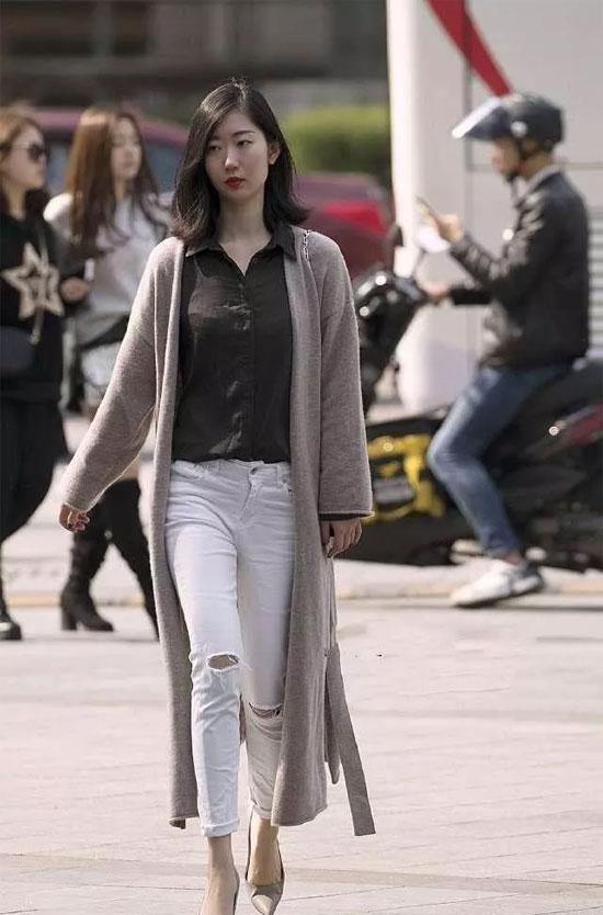 """【埃芙衣""""产品头条""""】格纹西装搭配紧身牛仔裤 美女这一身搭配好时尚"""