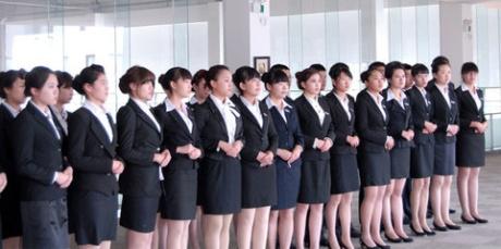 华名人定制女士职业套装彰显时尚瑞丽