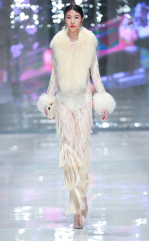 韩雪亮相安莉芳潮流趋势秀 诠释高明的性感
