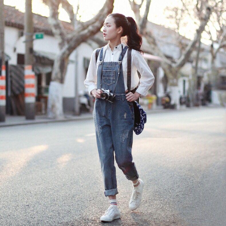 春美多:春夏出门 这样的背带牛仔裤搭配绝对够吸睛