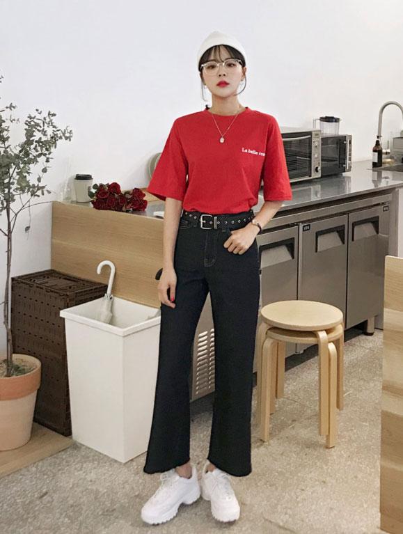春美多:宽松T恤配什么裤子更加时尚?