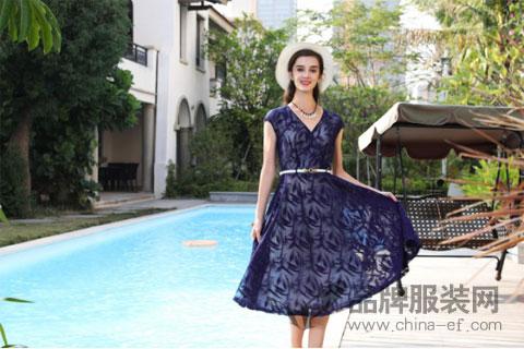"""""""乔帛""""连衣裙装扮让女人更自信 让时尚离生活更近"""
