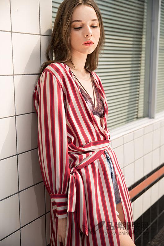 恭喜时尚自由点女装与品牌服装网再续合作 共创佳绩