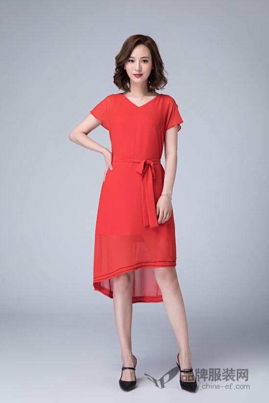 职场女性怎么搭配新鲜又知性  选对衣服成功了一半