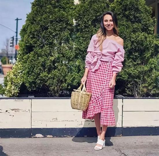 一件格纹单品 让你的夏季穿搭清新又时尚