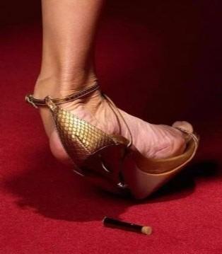 奢侈鞋履品牌的坏消息 运动鞋取代高跟鞋成为消费者首选