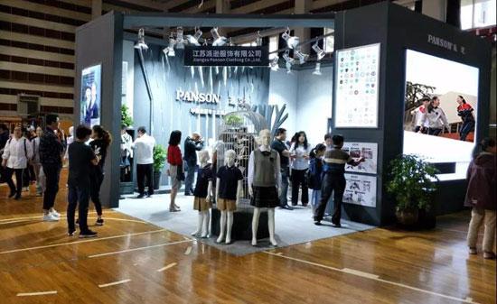学校学生校服招标展示和评比在镇江中学体育馆圆满落幕